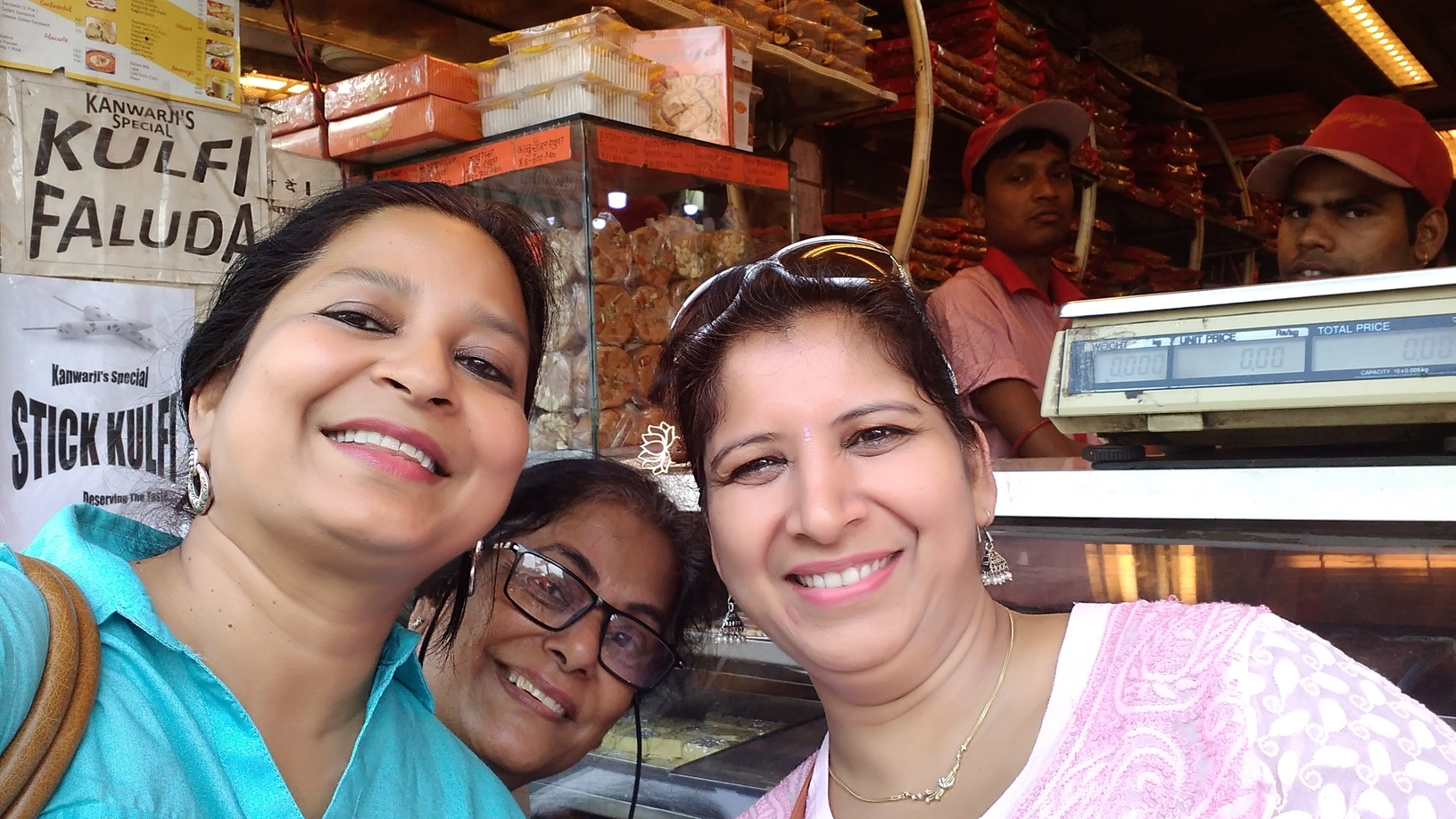 Happy Faces @ Chandni Chowk)